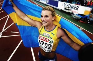 Susanna Kallur jublande glad efter EM-guldet 2006.