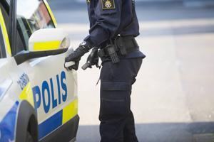 En man i 30-årsåldern har anhållits misstänkt för narkotikabrott.