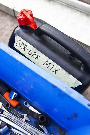 Grr-grr-mix passar i tanken på moppen.