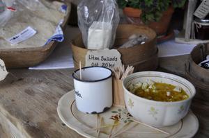 På Karl Tövåsens fäbod tillverkas flera olika sorters ost, smör och messmör.
