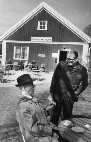 1968. Västerås Hamnservering. Tv. J Edvard Andersson och Elis Skoglund.