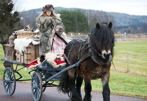 Agneta Wirengard från Gustafs var ordentligt påpälsad inför den långa resan från Häradsbygden till Stockholm.