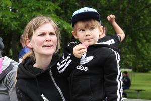 Emelie och Theo Ögren hejade på brännbollen.