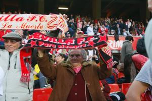 En Sevilla-anhängare fastnade på bild under DIF:s besök på La Liga-matchen mellan Sevilla och Hercules.