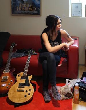 Marie Strandberg tar en paus i fyradagars-inspelningen i studion Sound Control i Skutskär.