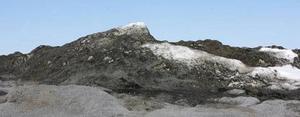 Än ligger snöbergen höga i Reffelmansviken.