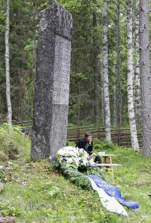 En grönskande kulle berättar om huset som en gång var Olof Bergströms hem.