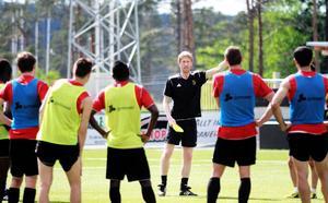 Olika spelövningar på mindre yta dominerade sista träningen innan avresan till Örebro. Graham Potter berättade hur momenten skulle gå till.