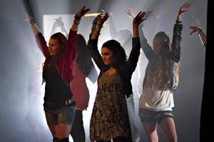 Dansarna är skickliga och nivån är jämn på ett sätt som inte är helt vanligt bland så orutinerade artister.