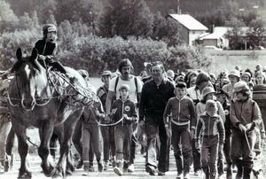 En bild från Gräsbricksmarschen rekordåret 1978. På hästryggen syns Carina Holmberg, Kerstin Larsson håller i tömmarna och till höger om henne Strand Sven Larsson och Pars Bo
