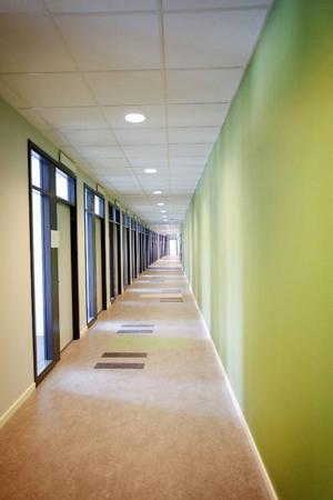 I den här korridoren kommer bland andra gräns- polisen och ungdomsgrupp-en att ha sina kontor.