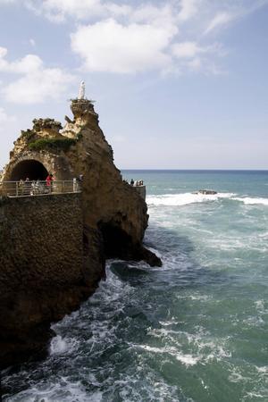 Rocher de la Vierge (Jungfrun på klippan) är en fin utsiktsplats i Biarritz.   Foto: Annika Goldhammer