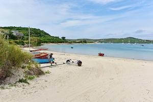 Typisk strand på Bryher, en av ögruppens mest variationsrika öar.