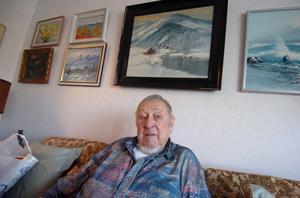 Rolf Rohlin i vardagsrumssoffan.