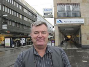 Kylslaget. Temperaturen på arbetsmarknaden i Västmanland sjunker. Kauko Leppälä räknar med att arbetslösheten kommer att öka med 1 000 personer nästa år.