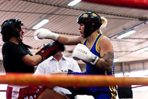 Jennie Berggren från Timråklubben Ironman tog hem två guld under WTKA-VM i kickboxning.