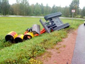 En grävmaskin tippade på onsdagen omkull vid Sandböle nära Friggesund.