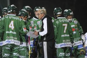 Ex-brobergaren Stefan Karlsson lämnade tränaruppdraget i Hammarby inför årets säsong. För några veckor sedan tog han över Vänersborg.
