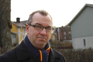 Arne Vauhkola, 50, Skebobruk. – Helt rätt att skapa bostäder, men stilen  på byggnaderna tar bort  Norrtäljeidyllen.
