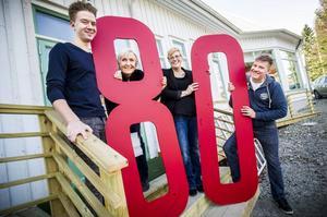Robin Sundqvist, Anita Svantesson, Eva Hägglund och Thomas Lothström bjuder in till 80-årsfirange.