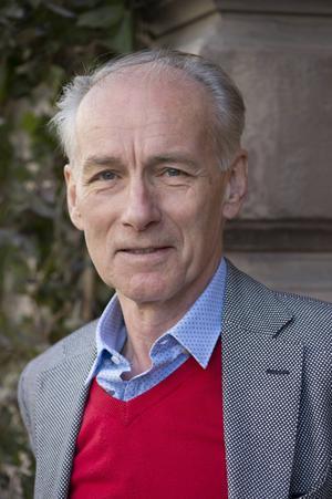 Trots 55 år i branschen har skådespelaren Jonas Bergström behållit glöden. Foto: Fredrik Sandberg/TT