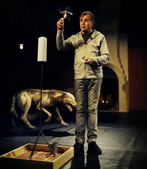 BÖNEMÖTE. Som bönemöte är det hisnande när Peter Oskarsson gör teater av den helige Franciskus. Men det finns anledning att se upp med förföriska predikanter.
