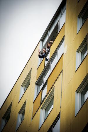 På åttonde våningen bor Sanna Grannas och sambon Joel Book Söderberg.