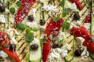 Pizza är både gott och enkelt. Men du - gör den själv.