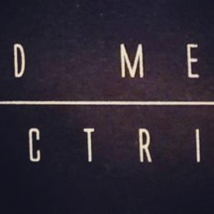 På Instagram: D+ME=CTRI? #arty #konvolut #red #mecca #electricticity
