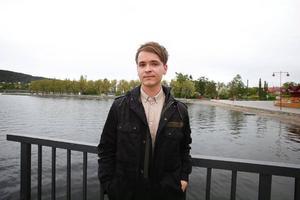 Gustav Grut har flyttat hem till Östersund för jobb på ett gruppboende, och all ledig tid lägger han på att teckna.Foto: Anna-Karin Pernevill