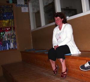 Suporter. Mamma, Annelie Karlsson, fanns vid läktaren och tittade på när hennes dotter, Angelika, red. Foto:Lovisa Svenn