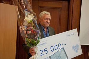 Jan Hägglöf fick ta emot vård- och omsorgsnämndens kvalitetspris, vilket består av 25 000 kronor och ett diplom.