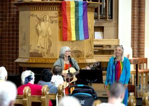 Annika Edin och Karin Berg Klaving  sjöng och läste dikter.