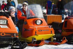 Thomas Skalberg, Martina Eliason och Caroline Granqvist värmde sig av solen och i glansen av sina Ockelbo-skotrar.