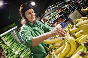 Medan efterfrågan av ekologiska bananer har ökat starkt har Gunilla Ericsson inte märkt av någon skillnad på andra ekologiska varor de senaste veckorna.