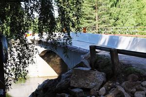 Trafikverket har gett Peab uppdraget att reparera bron över Voxnan vid Nybro, Voxnabruk.