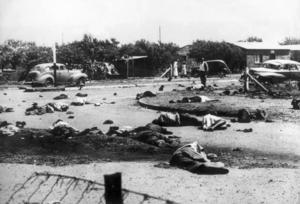Den 21 mars 1960 dödade sydafrikansk polis 69 svarta demonstranter i Sharpeville, med automatvapen. Bland de döda fanns åtta kvinnor och tio barn.