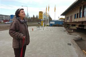 Delägaren Lilian Edström pustar ut – flytten av blivande restaurangen Bangården gick bra.