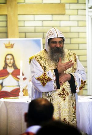 Biskop Abakir kommer att resa till Lövåsen då och då för att leda mässan.