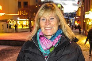 Monica Svalhede, 49 år, Östersund: – Ja, varför inte. Det är väl trevligt om man kan sprida lite glädje. Jag var lucia när jag gick i 6:an i Kullstaskolan.