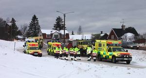 Ambulanser. Storlarmet om brand i byggnad med äldreboende gjorde att alla resurser sattes in. Bland annat kom det sex ambulanser.