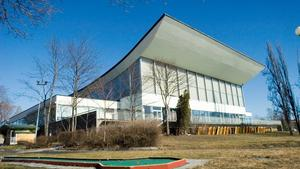 Bråk utanför simhallen i Härnösand – yngre kvinna hotades