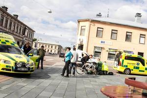 Mannen på cykel skadades svårt när han blev påkörd på Källgatan.
