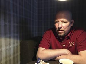 Den stora Brynäsprofilen Pär Djoos fick en stroke i december förra året. Nu berättar han för första gången om händelsen – och om längtan tillbaka till hockeyn.