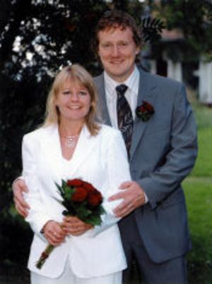 Annica Engstrand och Mikael Ahrtzing, Sundsvall, har den 26 augusti vigts i Sillegården, Västra Ämtervik, Värmland. Vigselförrättare var Karl-Johan Adolfsson. Paret tar namnet Ahrtzing.Foto: privat