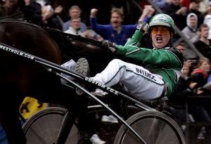 År 2007. Svenska hästen Super Light med kusk Jörgen Westholm vann Oslo Grand Prix på Bjerkebanen.
