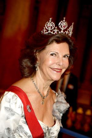 Drottnig Silvia har, genom att försöka smutskasta TV4, skrivt under monarkins dödsdom, menar Curt Bladh.