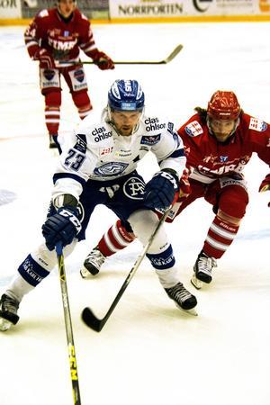 Erik Lindhagen spelar back mot Björklöven.