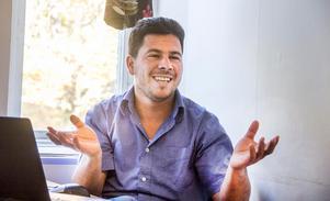 Emad Hamdo säger att han lärt sig massor av att översätta till den nya sajten. Mycket av den information han hade som nyanländ var fel, konstaterar han.