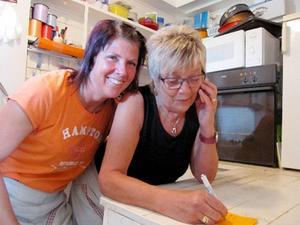 Ingalill Zackrisson och Gudrun Zackrisson-Ericsson hade bråda dagar i Hovermos Café.